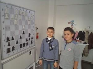 Satranç eğitimi verilirken çekilmiş resim