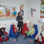 Bayan Öğretmenimiz Eğitim veriyor